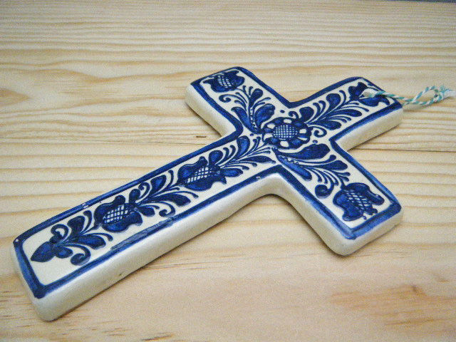 m2014romania_korond_pottery_cross_big_blue1_top