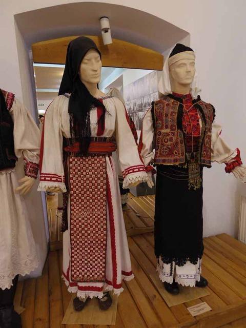 左カルブナリ右パドゥレニ19世紀末